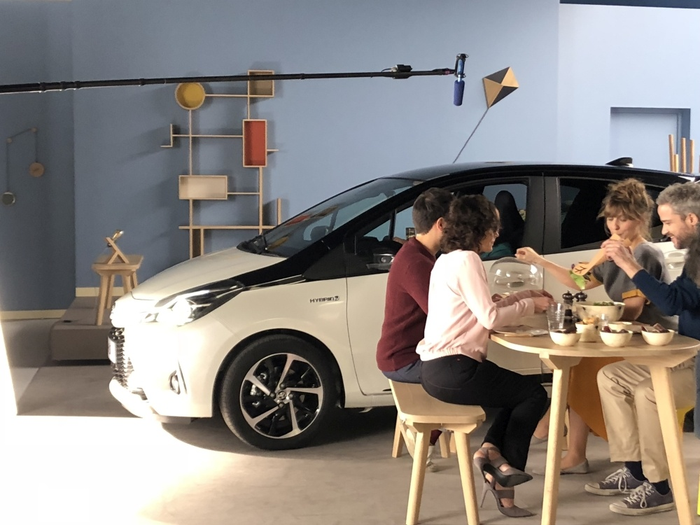 campagne-toyota-yaris-meuble-bois-drugeot